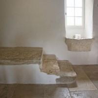 Enduit traditionnel et badigeon à la chaux / Dallage en pierre