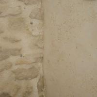Enduits chaux chanvre sur mur en pierre finition éponge