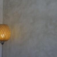 Enduits chaux chanvre sur mur en pierre finition lisse