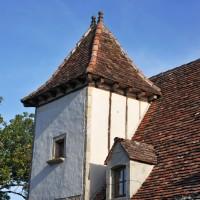Rénovation d'un pigeonnier, charpente neuve, couverture en tuiles de récupératio