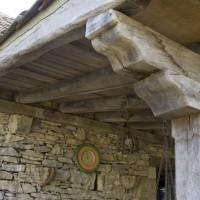 création d'une terrasse couverte en bois vieilli