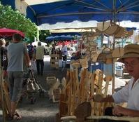 Un artisan sur le marché de Gramat