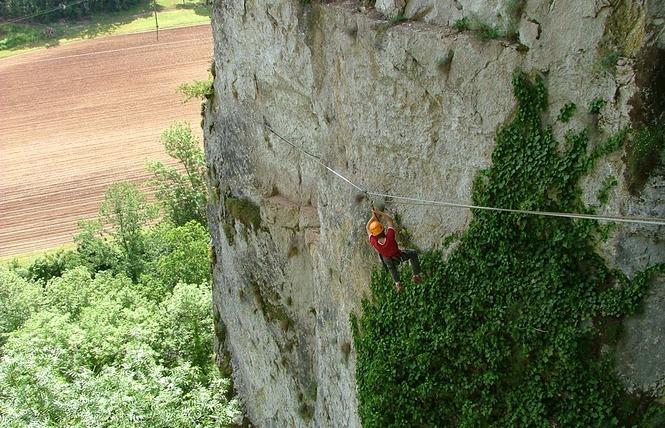 Kalapca Loisirs - Escalade et parcours falaises 2 - Bouziès